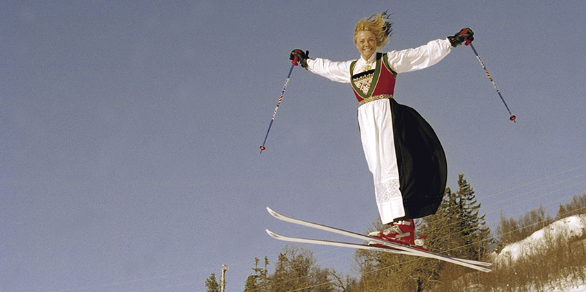 Girl sking in Norwegian tradition clothing